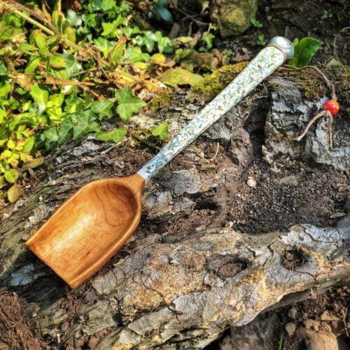 Long-handle-autumnal-scoop